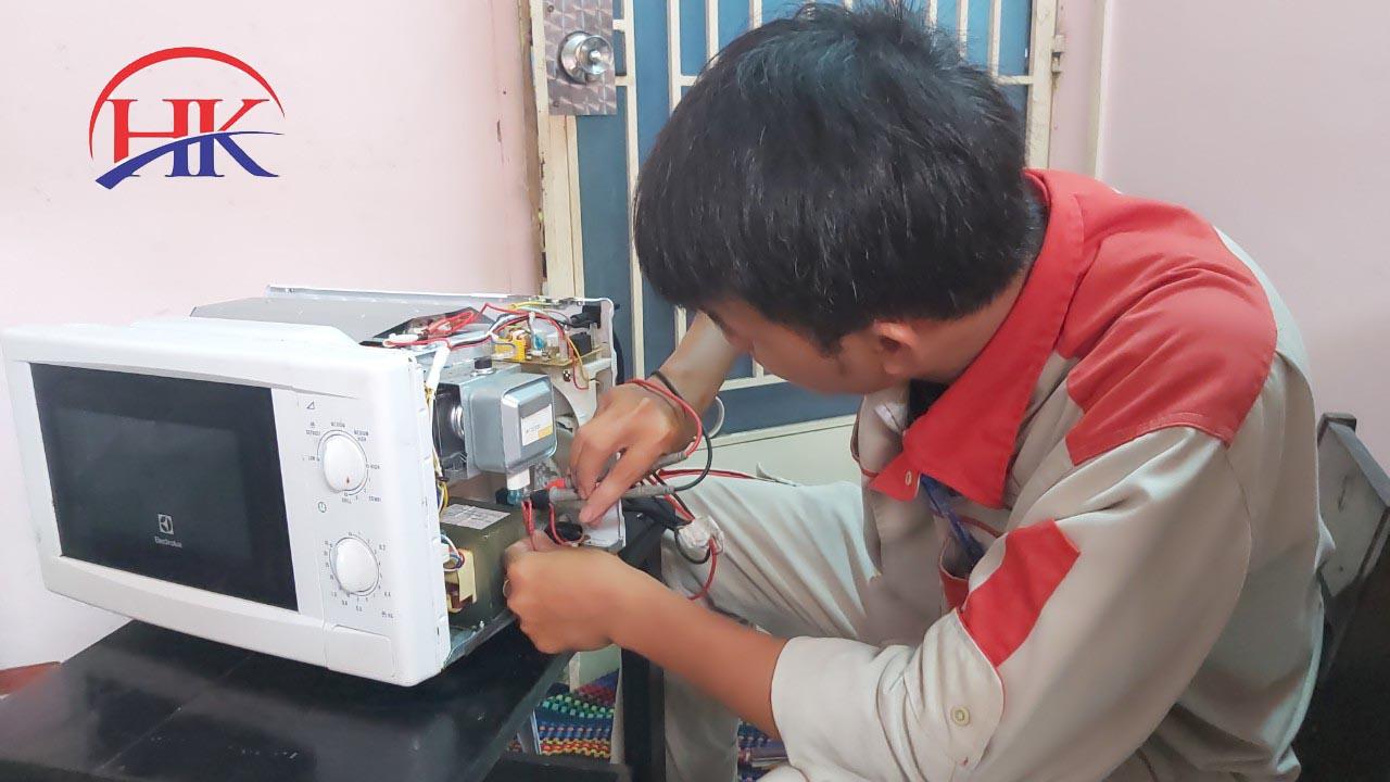 Dịch vụ sửa lò vi sóng quận 2 tại Điện Lạnh HK