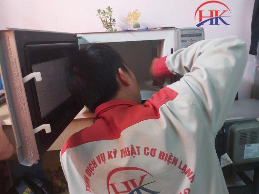 Dịch vụ sửa lò vi sóng quận 3 tại Điện Lạnh HK